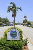 Wilton Manors Entrance Sign