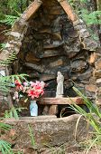 picture of chapels  - Small chapel with image of Our Lady - JPG