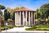 picture of hercules  - Hercules temple in Roma - JPG