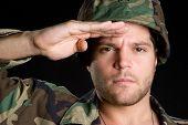 Постер, плакат: Военный человек салютование