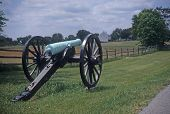 picture of yanks  - Civil War cannon at the Antietam National Battlefield American Civil WarMaryland - JPG
