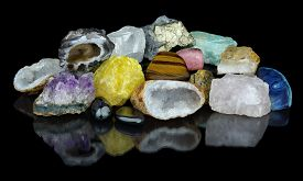 pic of agate  - Set of different minerals isolated on black background with reflection  - JPG