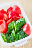 picture of cucumber slice  - Slice cucumber and slice tomato in plastic lunch box  - JPG