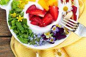 foto of eat me  - Light organic salad with flowers - JPG