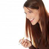 Постер, плакат: Молодая женщина курить электронная сигарета ecigarette изолированные на белом