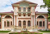 foto of manor  - The manor Brjanchaninovyh is near to the city of Vologda and is constructed in style of early classicism Russia - JPG
