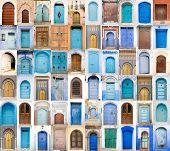 Постер, плакат: Очень старый синий и Золотой двери Марокко