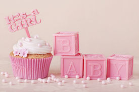 pic of sugarpaste  - Cupcake with a cake pick and baby cubes - JPG