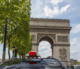 image of bonaparte  - The triumphal arch at the beginning of the Avenue des Champs - JPG