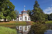 picture of yuri  - Chinese pavilion in Catherine park - JPG