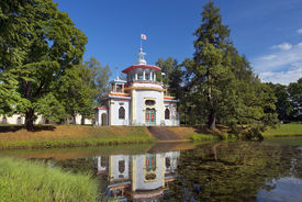 pic of yuri  - Chinese pavilion in Catherine park - JPG