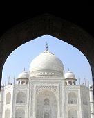 foto of mausoleum  - Iconic view of the Taj Mahal mausoleum in Agra - JPG