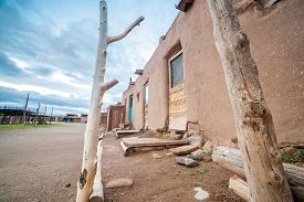 pic of pueblo  - Adobe settlement  - JPG