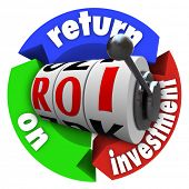 The term ROI on slot machine wheels surrounded by arrows reading Return on Investment, representing