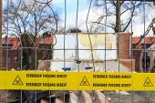 picture of asbestos  - Yellow tape with Dutch text  - JPG