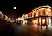 Постер, плакат: Недавно воссозданная Qianmen торговый район в Пекине