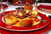 Постер, плакат: Вкусное блюдо из морепродуктов в ресторане