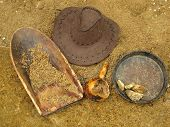 picture of gold nugget  - Old gold panning equipment - JPG