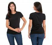 Постер, плакат: Женщина стоя с пустым Черная Рубашка