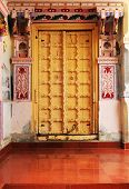picture of courtier  - Traditional indian door - JPG