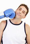 Постер, плакат: Боксер принимая удар
