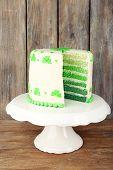 foto of cake stand  - Sliced cake for Saint Patrick - JPG