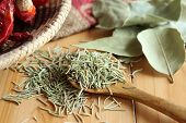picture of bay leaf  - Dried herb and spice  - JPG