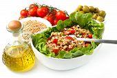 Постер, плакат: блюдо с полбы салат с помидорами оливковое и салат