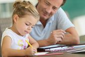 foto of daddy  - Daddy watching little girl drawing on paper - JPG
