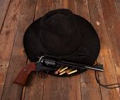 foto of pistols  - A cowboy hat and pistol on a wooden background - JPG