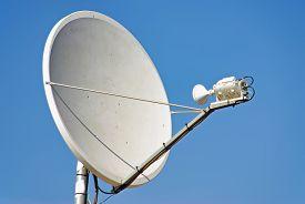 picture of antenna  - Parabollic Antenna to receive satellite TV signal - JPG