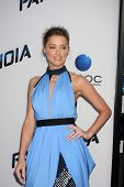 LOS ANGELES - 8 de AUG: Amber Heard chega ao