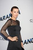 LOS ANGELES - 8 de AUG: Embeth Davidtz chega à