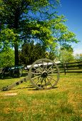 foto of yanks  - Napoleon 12 lb cannon CSA lines Gettysburg National Historical Battlefield Pennsylvania - JPG