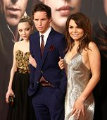 NEW YORK- DEC 10: Amanda Seyfriend, Eddie Redmayne and Samantha Banks attend the premiere of