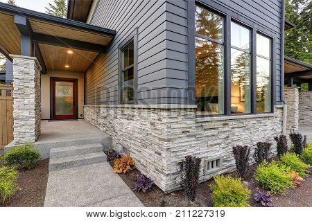 poster of Luxurious Home Design With Modern Curb Appeal In Bellevue.