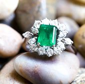 picture of emerald  - Diamond ring with big emerald and diamonds - JPG