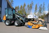 Giant D337T Wheel Loader With Sweeper