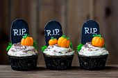 picture of letter p  - Cupcakes with a Halloween theme - JPG