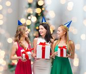 image of party people  - presents - JPG