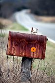 Image of rusted mailbox.