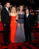 LOS ANGELES - NOV 18:  Liam Hemsworth, Elizabeth Banks, Jennifer Lawrence, Josh Hutcherson at the Th