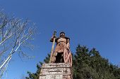 picture of william wallace  - The famous Dryburgh monument to William  - JPG