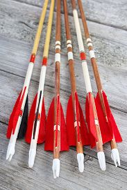 picture of fletching  - Wooden archery homemade arrows with plastic nocks and natural feathers vertical - JPG