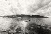 Panorama do Lago de Genebra com Steamboat, Montreux