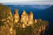 image of three sisters  - The iconic Three Sisters in the Blue Mountains near Katoomba - JPG