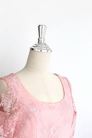 image of dress mannequin  - pink wedding dress in model mannequin - JPG