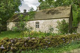 pic of farmhouse  - Last century farmhouse with all the buildings - JPG