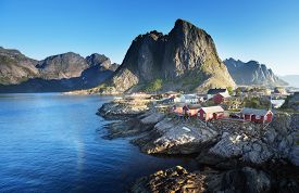 pic of reining  - Fishing hut  in the Hamnoy  - JPG