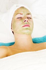 picture of aloe-vera  - aloe vera facial preparation at a beauty spa - JPG